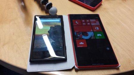 Гигантский Nokia Lumia 1520 позирует перед камерой