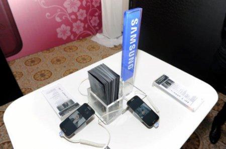 Новые смартфоны коллекций Samsung La Fleur и Black Edition представлены на эксклюзивном закрытом модном показе